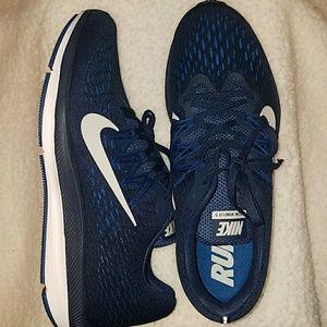 NWT Nike Air Zoom Winflo 5 Men's Sneakers